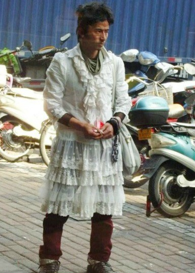 Бомж в платье
